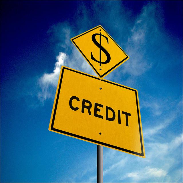 panneau crédit avec le symbole du dollar américain