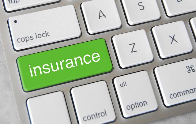 touche verte d'un clavier où « insurance » est inscrit