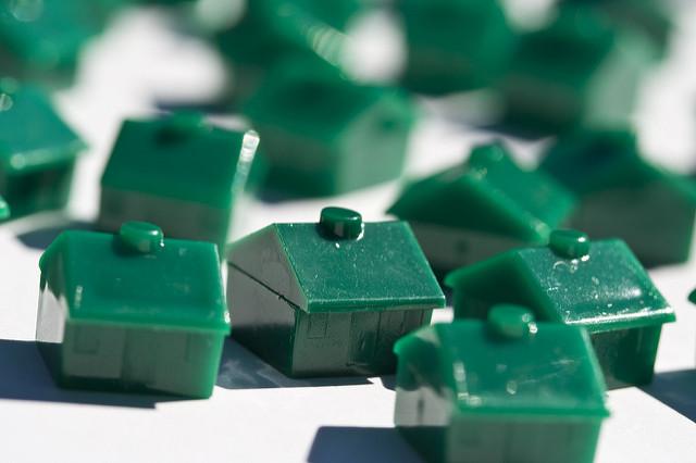 Pions de maison en plastique de Monopoly.